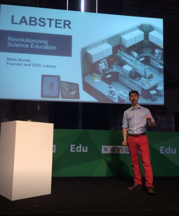 Mads Bonde, CEO of Labster, pitching at TNW